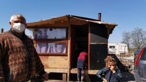 Coronavirus, in un campo rom durante la pandemia 11