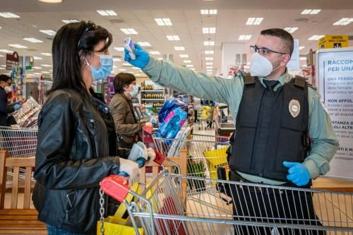 """Lo studio: """"Il coronavirus non si prende al supermercato"""""""