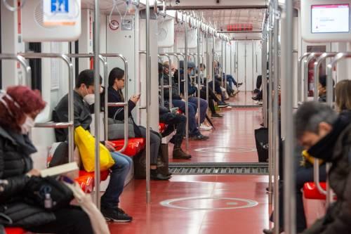 """""""Attenzione, devi stare qui..."""" Cosa cambia in metropolitana"""