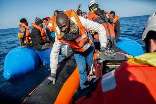 I migranti partono dalla Libia con in tasca il numero degli avvocati italiani da contattare