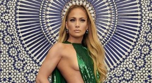 Pubblica una foto sui social senza consenso e scatta la querela per Jennifer Lopez