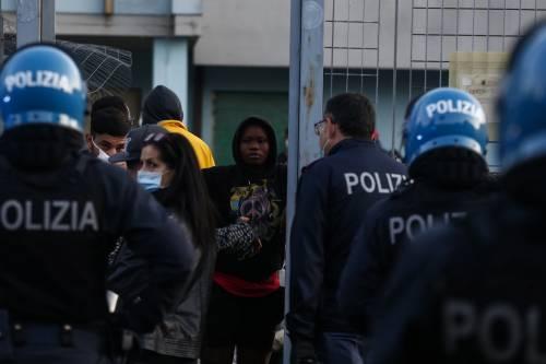 """L'assist Ue per i giallorossi """"Regolarizzate tutti i migranti"""""""
