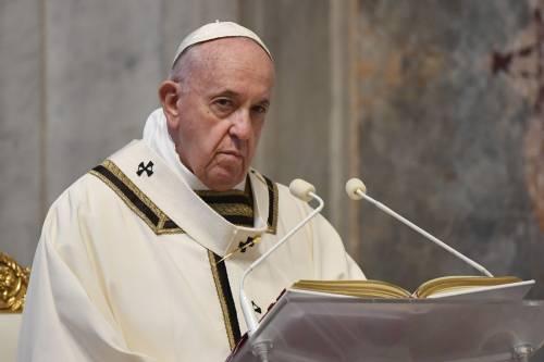 """Telefonata Papa-Conte per il """"no"""" alle Messe: ora è giallo"""