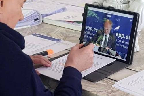 """Coronavirus, Berlusconi: """"La Ue mostri solidarietà e intervenga con gli aiuti"""""""