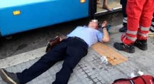Napoli, aggredisce autista bus che non lo fa salire fuori fermata
