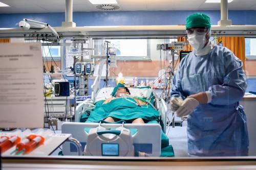 "Lo studio choc sul Coronavirus: ""Ora provoca ictus nei giovani"""