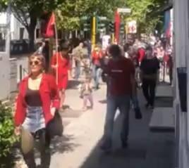 """Le bandiere rosse sfilano senza rispettare i divieti. Salvini: """"Loro possono"""""""