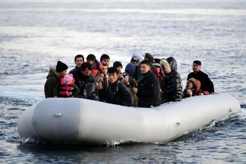 Invasione a Lampedusa. La Finanza: siamo stremati