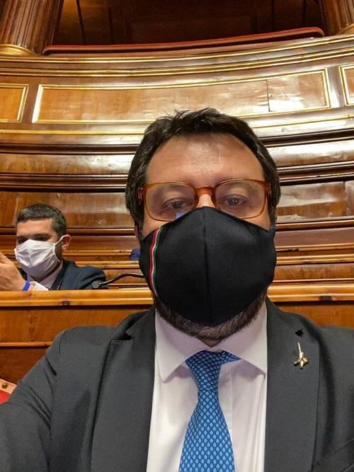 """Silvia Romano, per Salvini il governo fa """"pubblicità ai terroristi"""""""
