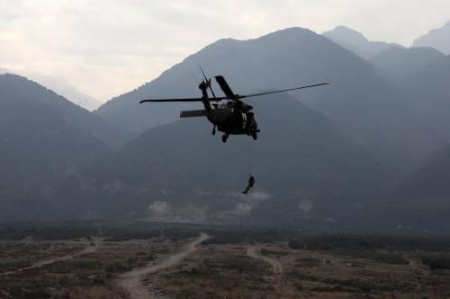 Scomparso un elicottero Nato nelle acque tra Grecia e Italia