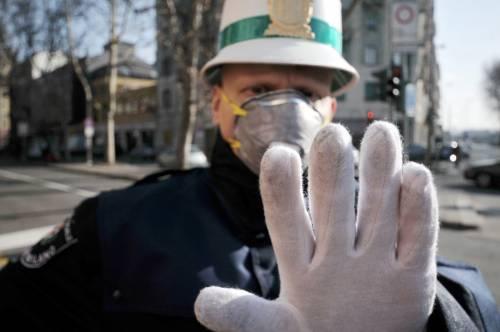"""""""Lei è senza mascherina"""": vigile finisce in ospedale"""