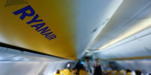 """""""Ryanair non rispetta le regole anti-Covid"""". Ultimatum dell'Enac, stop se non si adegua"""