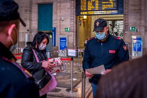 Milano, code e controlli in stazione Centrale