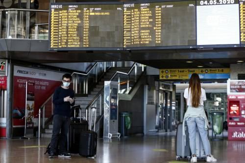 La guerra tra scettici e rigoristi lascia a piedi turisti e italiani