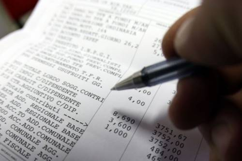 """Non buttate i """"pezzi di carta"""": così il Fisco può distruggervi"""