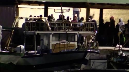 Un cargo ci scarica i migranti: a Porto Empedocle con 79 a bordo
