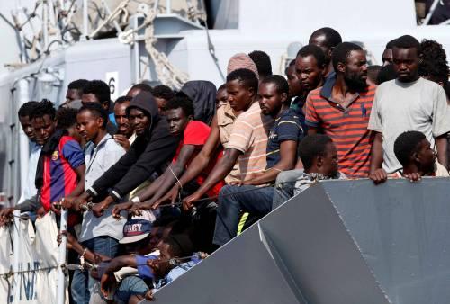 Flop controlli e porti aperti: la bomba dei migranti positiv