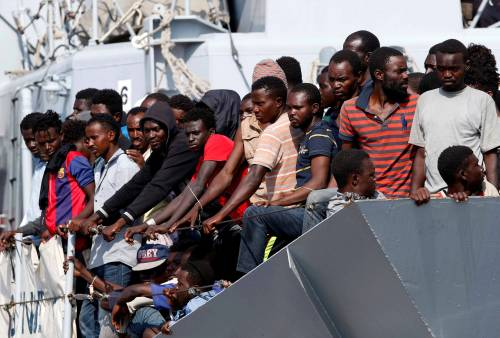 """Ecco la """"fase 3"""" dei migranti: boom di ingressi illegali in Europa"""
