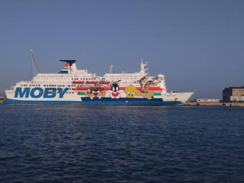 La nave Moby Zaza a Porto Empedocle 7