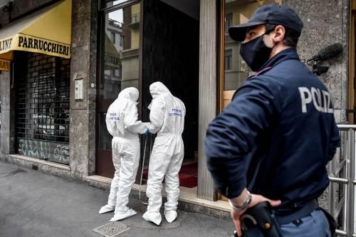 Milano, cocci di vetro contro la finestra della casa di Silvia Romano 7
