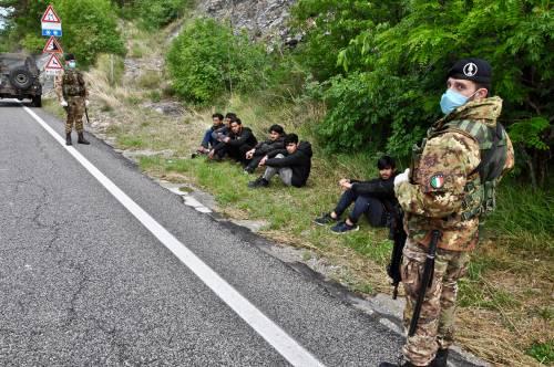 Militari impegnati al confine tra Italia e Slovenia 2