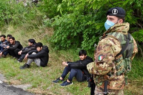 Militari impegnati al confine tra Italia e Slovenia 4