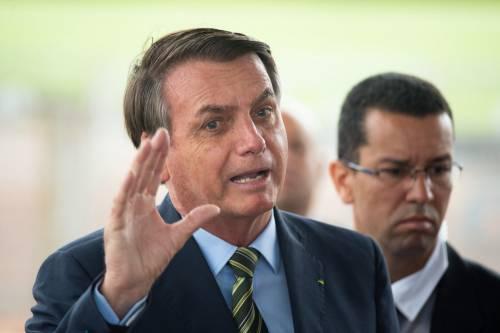 Bolsonaro tira il calcio d