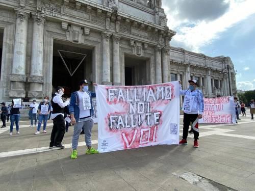"""Milano scende in piazza Commercianti e tassisti: """"Ora lasciateci lavorare"""""""