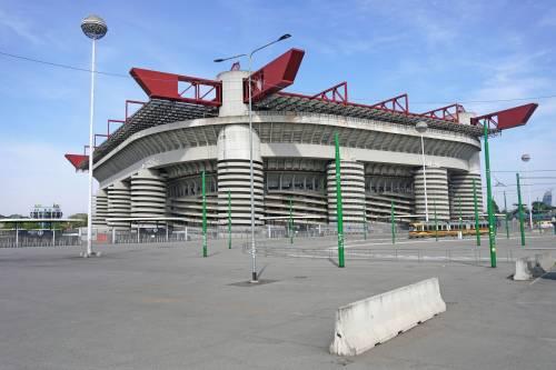 Milan, biglietti alle stelle: è bufera social