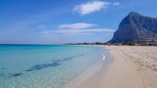 """Sardegna e Sicilia vogliono il """"passaporto sanitario"""", il governo dice no"""