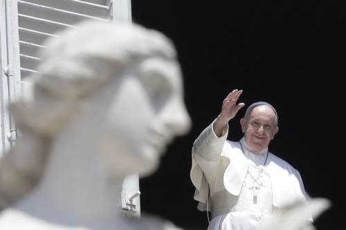 """Migranti, gretini e Rousseau: la sinistra """"assalta"""" la Chiesa"""