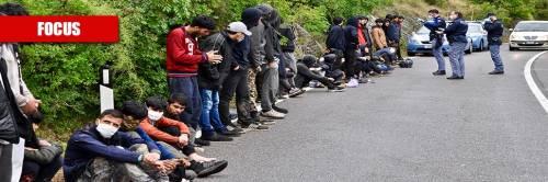 """Tutte le frontiere """"assediate"""": l'assalto dei migranti all'Italia"""