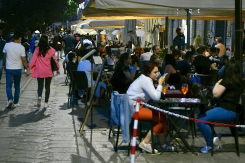 Milano, nuova stretta anti movida:così cambia l'aperitivo
