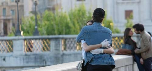 """Padova, """"maxi multa"""" per un abbraccio. Perché si rischia la """"stangata"""""""