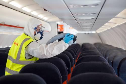 Ecco i posti da evitare in aereo per non prendere il coronavirus