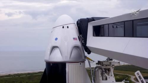 Crew Dragon rimane a terra: rinviato il lancio nello spazio