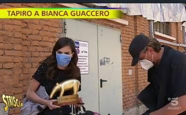"""""""Come igienizzo la pa...?"""" E Bianca Guaccero viene attapirata"""