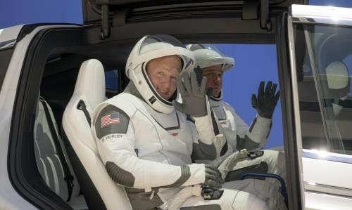 Space X, chi sono i due astronauti della Crew Dragon