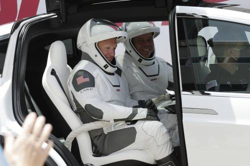 SpaceX, la storia è scritta: lanciata la navicella Crew Dragon 5
