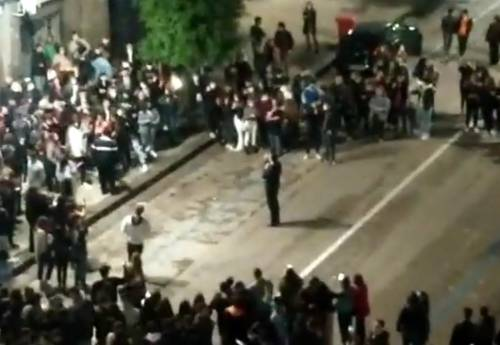 Il sindaco di Avellino fa la Festa a De Luca: folla e cori c