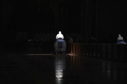"""Vaticano, il retroscena sullo scandalo: """"Un ricatto davanti"""