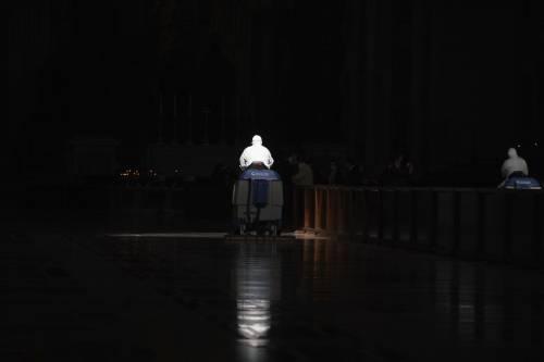 """Vaticano, il retroscena sullo scandalo: """"Un ricatto davanti al Papa..."""""""