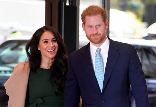 """Non usate la Corona"", lo schiaffo social a Meghan e Harry"