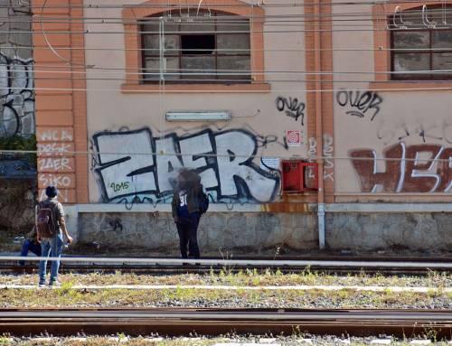 I migranti di accampano sui binari della ferrovia a Ventimiglia 2