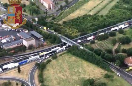Arezzo, incidente sulla A1: arrestato il papà delle bimbe morte