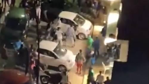 Scatta la rissa choc a Palermo: urla, pugni, calci e le coltellate