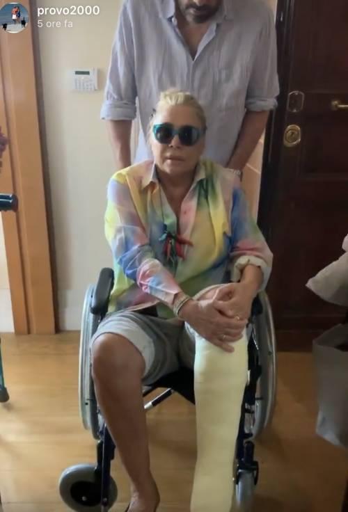Mara Venier sulla sedia a rotelle. E cresce la paura tra i suoi fan