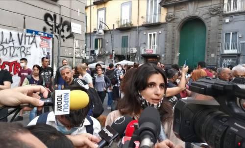 Assessore al corteo contro la polizia e De Magistris resta in silenzio