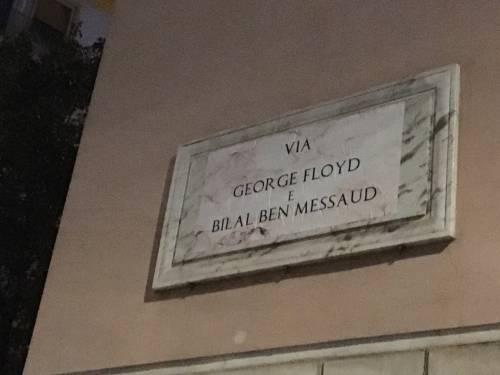"""Il blitz anti razzista a Roma, vernice sulla statua del generale """"colonialista"""""""
