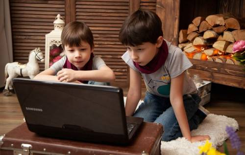 Filtro automatico al porno su internet, la Lega firma la norma